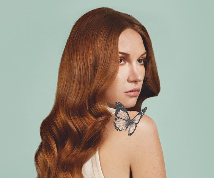 Donna con capelli rame