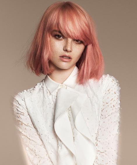 Ragazza con capelli rose gold