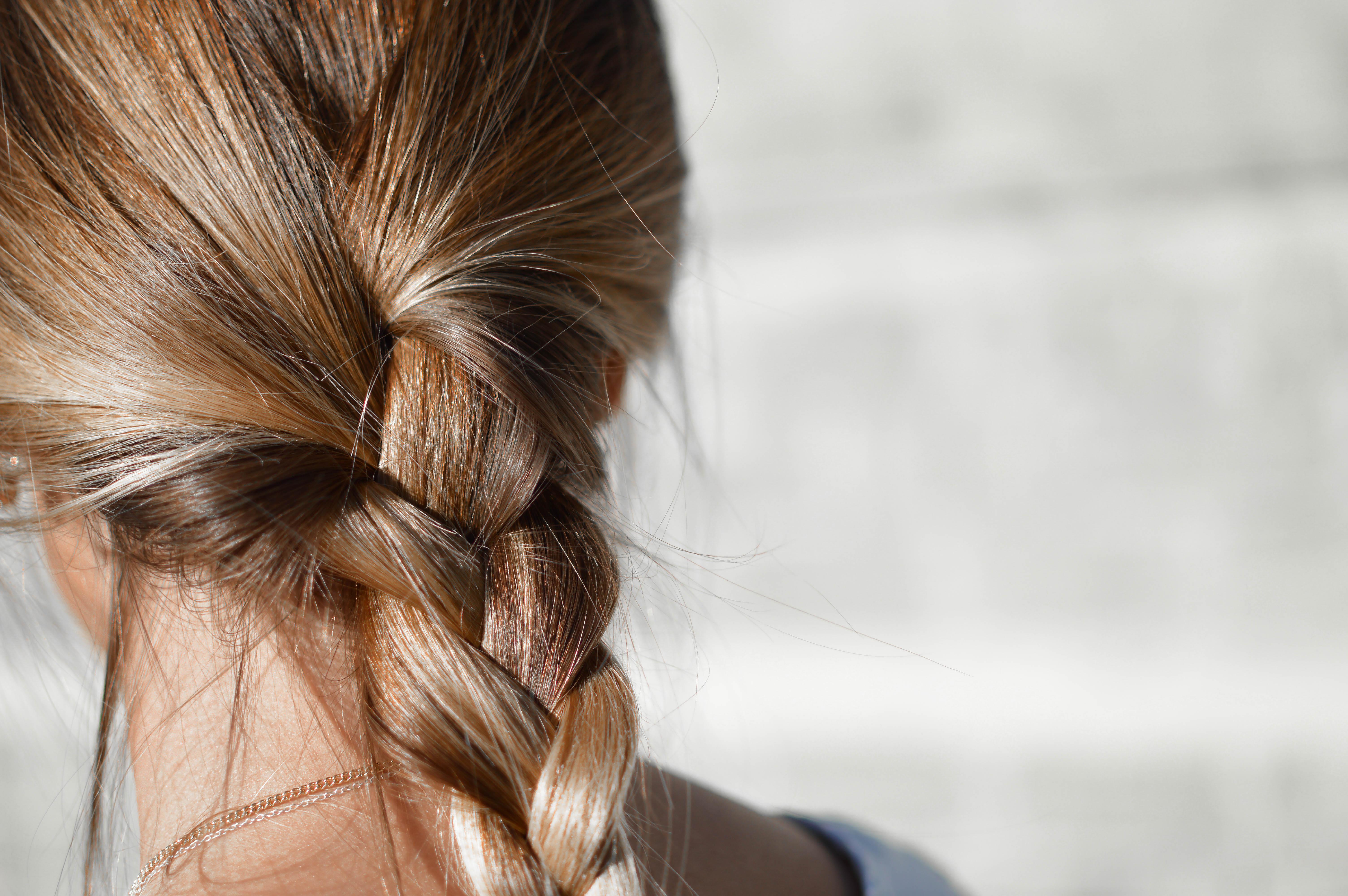 Acconciatura parrucchiere treccia